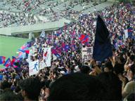 「東京一丸」と書かれたゲーフラが見える。今の東京は…