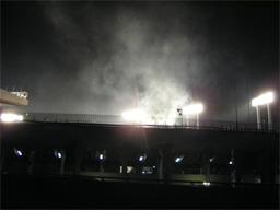 煙が上がる国立霞ヶ丘